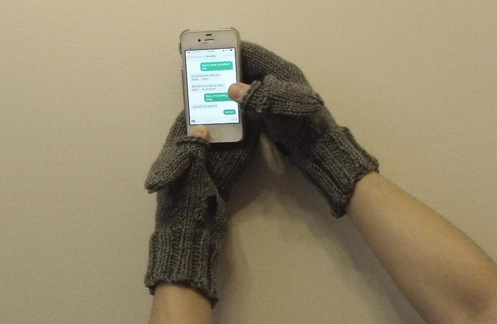 Learn to Knit Texting Mitts