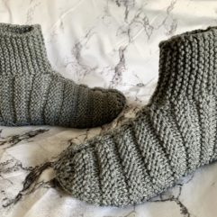 Knitted adult ribbed bootie slippers