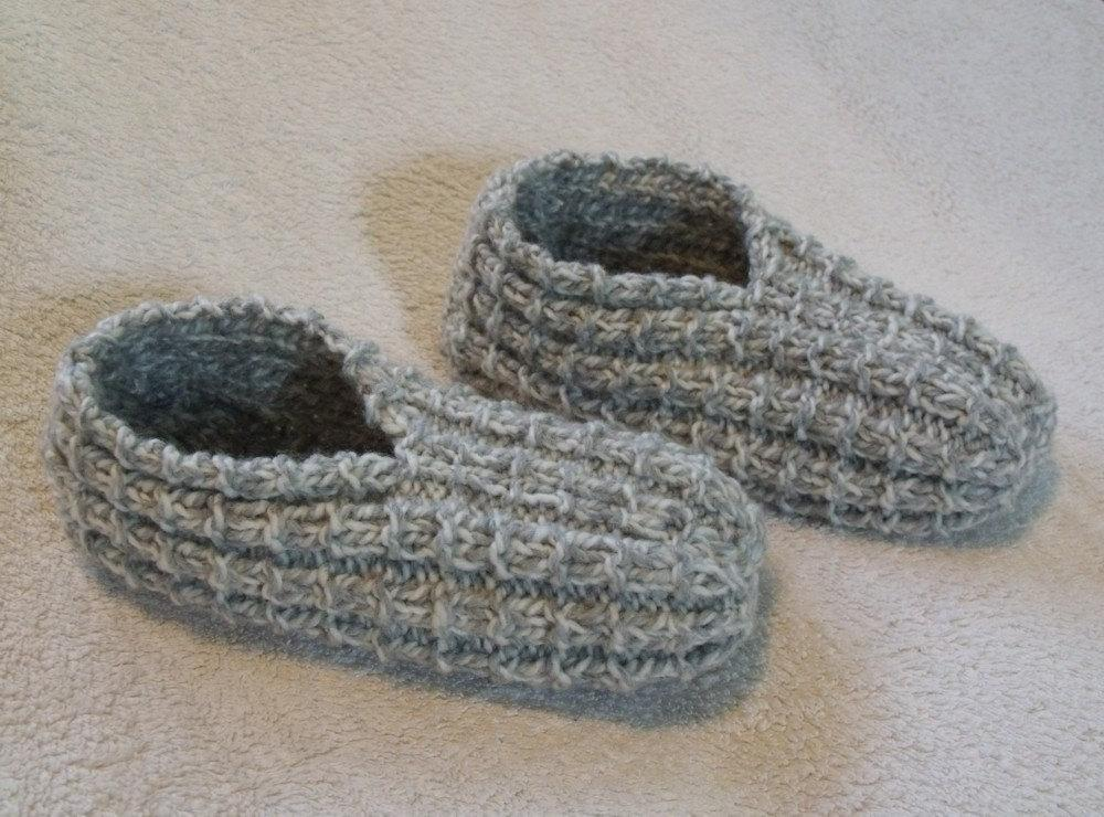 Easy to Knit Slippers - Knitting for Beginners | KweenBee.com